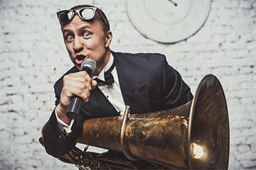 Ведущий Александр Сербун